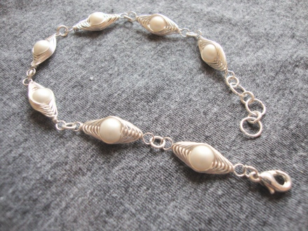 wire bracelet with pearl